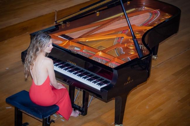 Axia Marinescu pianiste en concert aime la musique classique